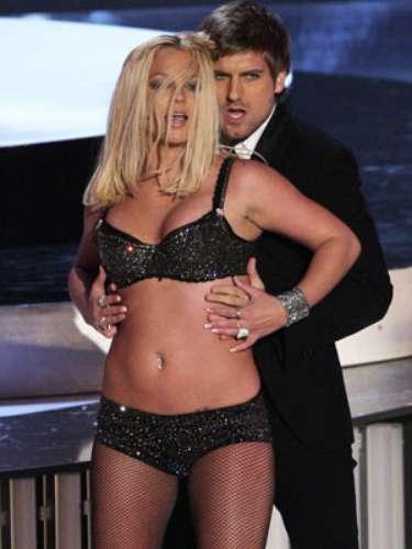 Britney Spears pasó la pena del siglo en su regreso triunfal a los escenarios, pues su presentación en los MTV Video Music Awards 2007 fue un verdadero fiasco y hasta perdió un uña postiza en medio del performace que realizó.