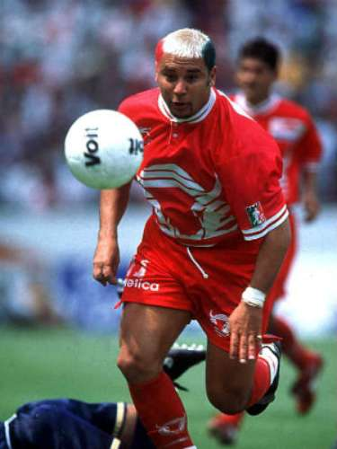 Antonio Mohamed was a midfield great with immense talent and scoring ability. The Turk put Toros Neza on the map and made them a force to be reckoned with. He was never able to win a championship in Mexico, but his joyous and attacking soccer will always be remembered.