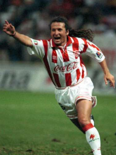 The speed and talent of Sergio Zarate is still missed by Necaxa. El Ratón' (rat) formed part of a highly successful team in the 1990s that won two championships. He was an explosive and skilled forward.