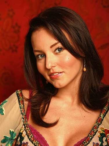 Al concluir su participación en 'Muchachitas como Tú', Angelique   fue llamada por Roberto Gómez Fernández para integrarse al elenco   de la telenovela 'Alma de Hierro'.