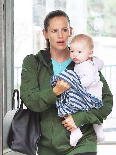 Jennifer Garner de paseo con el pequeño Samuel
