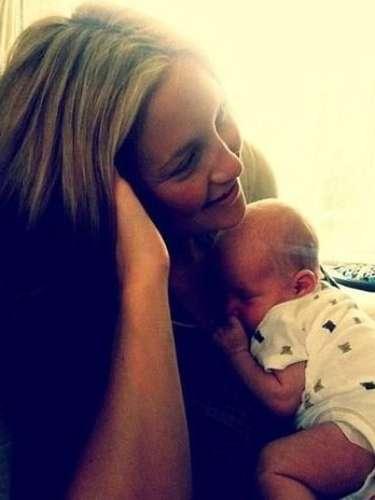 Kate Hudson y su hijo Bingham. La foto fue posteada por el papá del bebé, Matt Bellamy