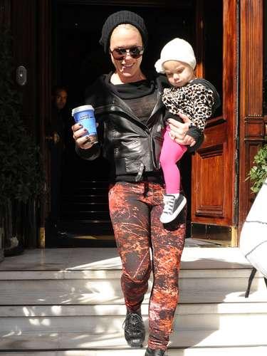 Pink y su hija Willow Sage de paseo por las calles de Nueva yORK