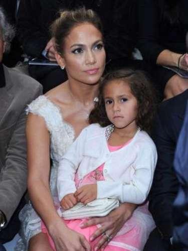 JLo parece estar educando en estilo a su pequeña, hija de Marc Anthony, que a sus escasos cuatro años ya está asistiendo a los mejores desfiles desde el front-row