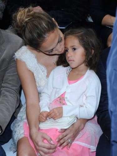 La pequeña llevaba un total look de Chanel, con el clásico logo de la marca en el cinturón