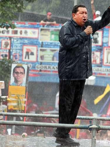 En el ámbito internacional, Chávez no descartó mejorar las relaciones con Estados Unidos, tal y como lo hizo con Colombia luego de una amarga confrontación con el ahora ex presidente Alvaro Uribe. \