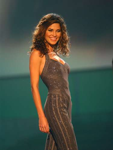 Miss Universo 2002. Justine Pasek de Panamá, logró ser la primera finalista en el certamen ganado por la rusa Oxana Fedorova, quien fuera destituida y reemplazada por la latina.