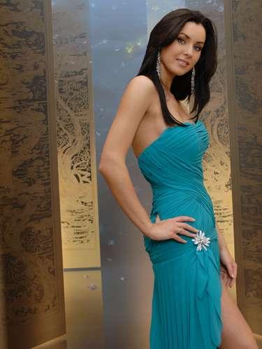 Miss Universo 2005.  Natalie Glebova de Canadá, el 31 de mayo de ese año,  la modelo de 23 años fue escogida entre 80 participantes para convirtirse en la segunda mujer en lograr la corona para su país.