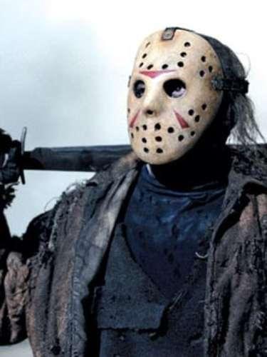 Jason. El homicida de la máscara de hockey, que descuartiza a sus víctimas con un machete, es el legendario protagonista de las once películas de horror 'Viernes 13'. Este personaje nació luego de que en un campamento de verano, un niño discapacitado, 'Jason Voorhees', muriera ahogado tras sufrir constantes burlas de los demás niños; a partir de allí, inicia la historia de este joven que, años después, revive como un furioso homicida, con una fuerza sobrehumana y, aparentemente, inmortal.