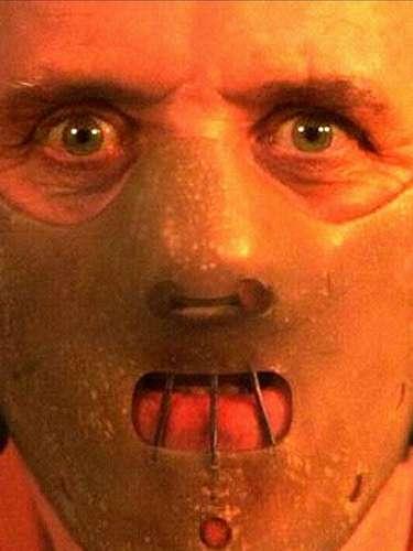 Hannibal Lecter. Considerado como uno de los villanos más memorables en la historia del cine, el 'Doctor Lecter' es recordado por ser un psiquiatra sociópata, quien combinaba su gusto por la buena comida con la satisfacción de ingerir carne humana, acción derivada del canibalismo que practica. Anthony Hopkins  ganó un Premio Oscar por su papel de Hannibal en 'El silencio de los inocentes'.