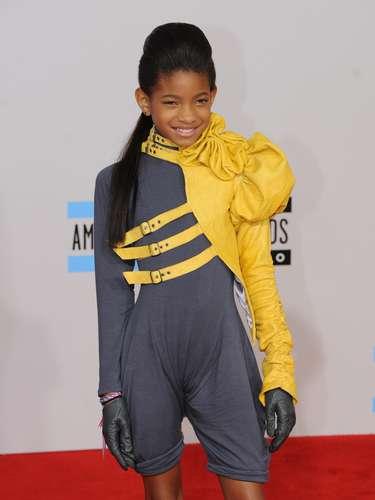 Estilosa en los American Music Awards 2010 en el Teatro Nokia en Los Angeles