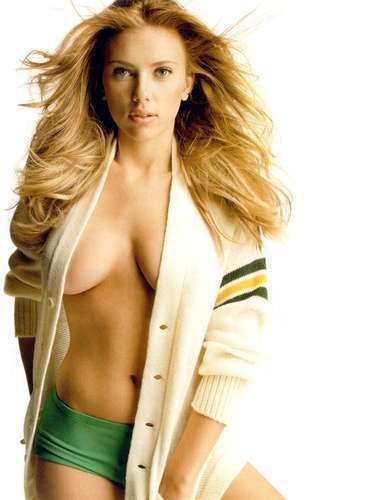 ¿Sabías que Scarlett Johansson tiene un hermano gemelo llamado Hunter y que nació tres minutos después de ella?