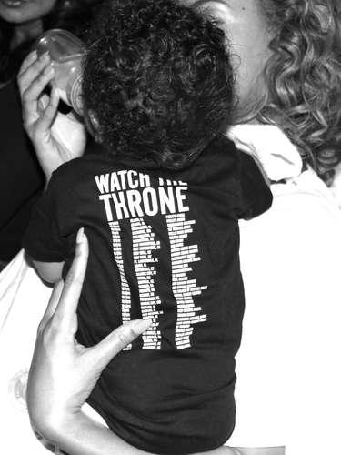 Beyonce dándole el tetero a su adorada hija Blue Ivy.