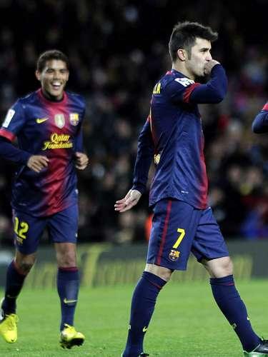 El delantero del FC Barcelona David Villa celebra uno de sus goles durante el partido, correspondiente a la vuelta de los dieciseisavos de final de la Copa del Rey