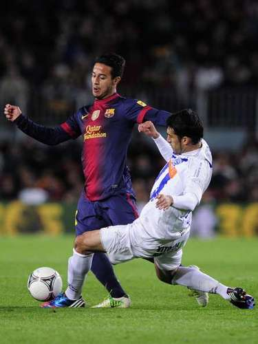 Thiago Alcántara se deshace de un defensa rival