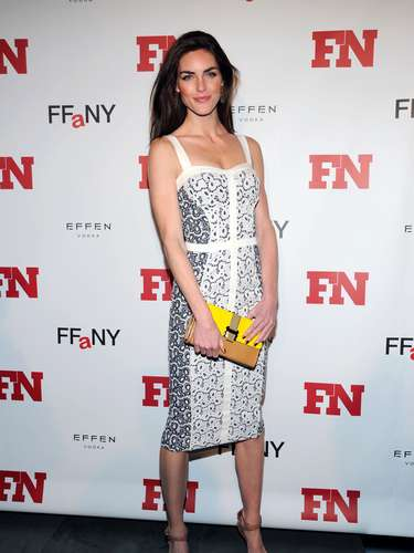 The beauty had her shoulders exposed and paired her black and white outfit with a yellow clutch.