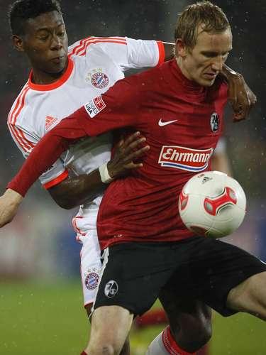 Bayern Munich's David Alaba (L) challenges SC Freiburg's Jan Rosenthal.