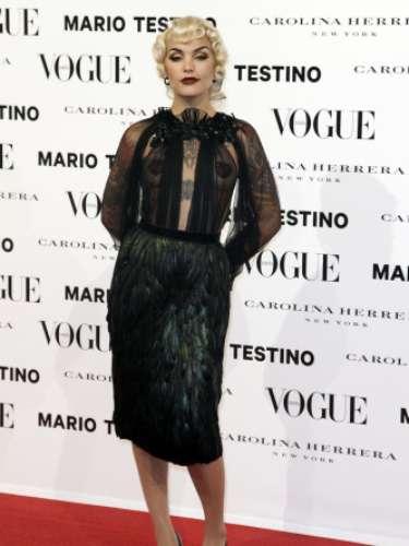 Vinilla Bon Vismask fue la DJ de la fiesta y llevó un espectacular vestido de Gucci con transparenciasy plumas en la falda.