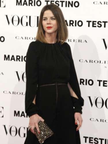 Amelia Bono, con nuevo 'look', llevó un vestido con la espalda al aire.