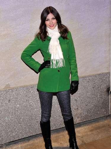 Victoria Justice en la tradicional gala de inauguración del encendido del arbol de Navidad del Rockefeller center
