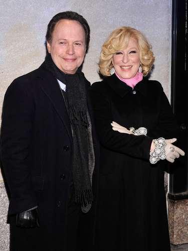Billy Crystal y Bette Midler en la gala de inauguración del encendido del arbol de navidad del Rockefeller center