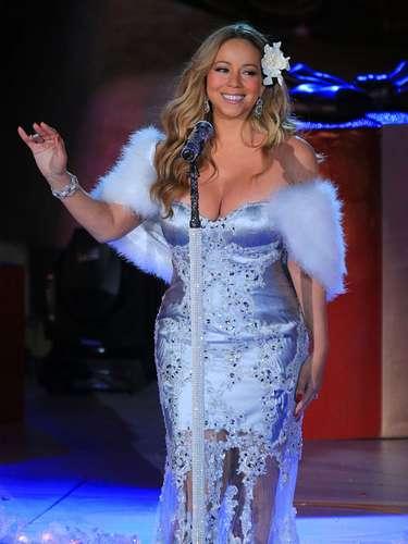 Tampoco faltó la actuación de la compañía de danza de las Rockettes, que este año cumplen su 85 aniversario en el Radio City Music Hall, ni las voces de Chris Mann, Tony Bennett y de Mariah Carey, que interpretó el que es ya un himno de las fechas navideñas, \