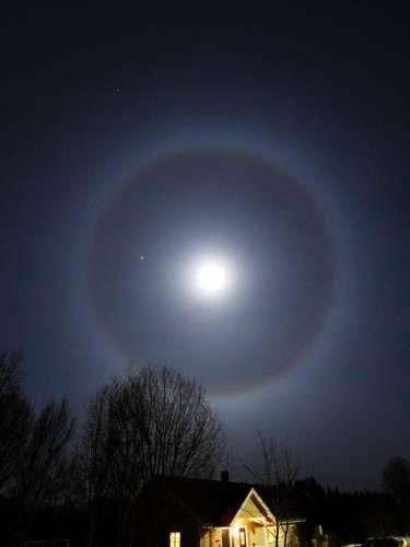 La noche del miércoles se pudo observar a simple vista uno de los espectáculos astronómicos más impactantes de los últimos años. Se produjo un verdadero show en el cielo: la Luna y Júpiter se dejaron ver juntos.