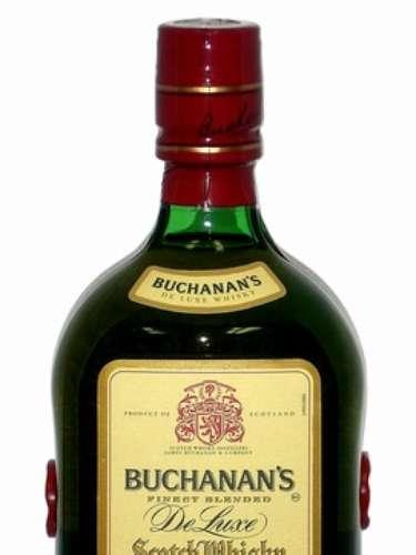 Buchanans DeLuxe es un whisky escocés con 12 años de añejamiento, es una mezcla de los más finos ingredientes que Escocia tiene para ofrecer. Es una mezcla de gran cuerpo, que satisface plenamente y que invita con un aroma de vainilla y miel. Las características de la malta llenan la boca de un sabor ahumado que satisface, equilibrado con fruta y vainilla. El final es largo e intenso, con una pronunciada dulzura ahumada.  Visita www.facebook.com/BuchanansUS y reclama tu etiqueta familiar personalizada gratis que te llegará por correo a tu domicilio.