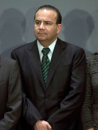Secretaría de Trabajo y Previsión Social. Jesús Alfonso Navarrete Prida. En 2001 es nombrado Subsecretario de Seguridad Pública del Estado de México y de 2001 a 2006 Procurador General de Justicia del Estado por nombramiento de Arturo Montiel Rojas y ratificado en el cargo en 2005 por Enrique Peña Nieto. El 5 de febrero de 2008 volvió al gobierno de Peña Nieto al ser nombrado Secretario de Desarrollo Metropolitano.