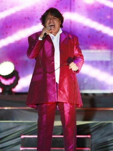 Luego de los rumores de que Juan Gabriel había cancelado sus conciertos en Monterrey por amenaza de muerte, el propio cantante aclaró que las presentaciones del 23 y 24 de noviembre se suspendieron porque no había un contrato. \