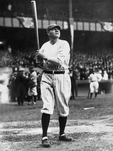 Geroge Herman Ruth es conocido como Babe Ruth, el mejor beisbolista de todos los tiempos, con una espectacular forma de batear y de lanzar, además de un carisma especial que dio al beisbol una forma distinta de ser visto por sus aficionados.