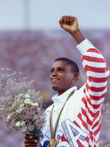 Carl Lewis, un atleta completo, ganador de 10 medallas de Juegos Olímpicos, 9 de ellas de oro, lo mismo corría en 100 o 200 metros, además del salto de longitud.