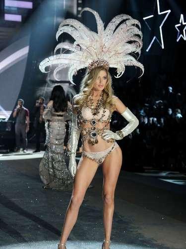 Durante esta noche de magia y ensueño supermodelos como Miranda Kerr, Adriana Lima, Alessandra Ambrosio, Doutzen Kroes y Candice Swanepoel lucieron los más espectaculares diseños con la última colección de la marca.