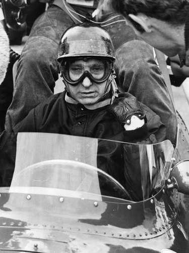 Juan Manuel Fangio un legendario piloto argentino, quíntuple campeón de la Fórmula Uno, marca que duró por casi 50 años. Una de sus grandes frases fue \