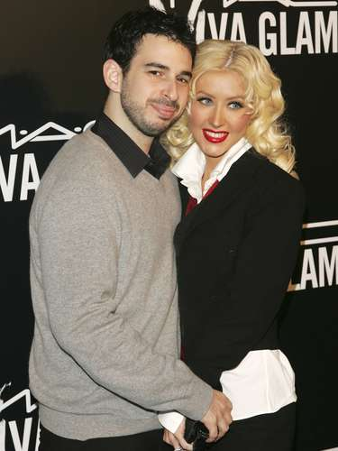 Christina Aguilera y Jordan Bratman se separaron luego de que la cantante dejara la casa que compartiera con su ex esposo llevándose con ella a su hijo Max. Después del distanciamiento, la pareja se divorció.