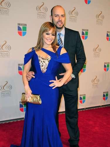 Jenni Rivera y Esteban Loaiza conmocionaron con la noticia de su divorcio. Al principio, la cantante nunca dijo el porqué de la separación pero se dice que Esteban y la hija de Jenni, 'Chiquis', tuvieron un romance