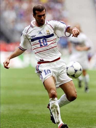 Zinedine Zidane fue el heredero de Michel Platini en la selección de Francia y cumplió con las expectativas.