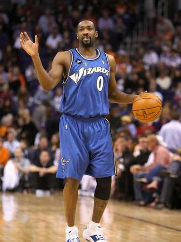 Gilbert Arenas, jugador de los Wizards de Washington, logró el récord de más puntos en un tiempo extra con 16, en un juego ante los Lakers de Los Ángeles el 17 de diciembre de 2006.