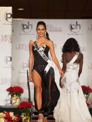Miss Islas Caimán - Lindsay Japal. Nació en el año de 1988 y reside en Georgetown. Titulada como Asociado en Administración de Empresas por la Escuela Universitaria de las Islas Caimán. Mide 1.75 metros de estatura, su cabello es nego y sus ojos cafés.