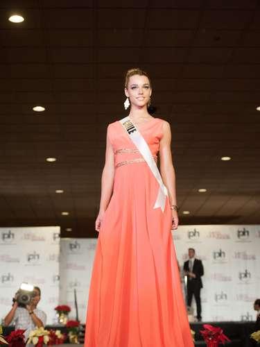 Miss Chile - Ana Luisa König. Procedente de Santiago. Es estudiante de diseño. Mide 1,78 metros de estatura. Tiene cabello castaño claro y ojos color café.