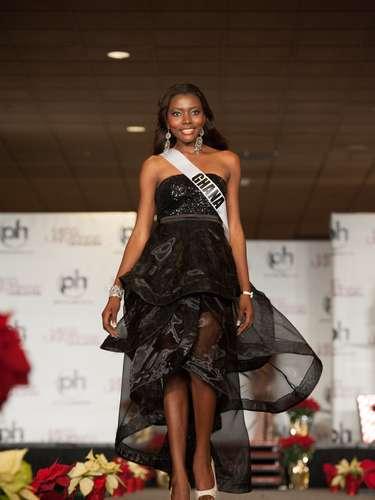Miss Ghana - Gifty Ofori. Procedente de Accra. Es enfermera titulada y modelo profesional. Mide 1,73 metros de estatura. Su cabello es negro y sus ojos marrones.