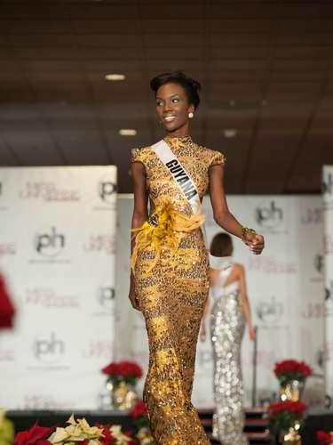 Miss Guyana - Ruqayyah Boyer. Nació en Paramaribo, Surinam, en el año de 1991. Estudia Relaciones Internacionales en la Universidad de Guyana y Resolución de Conflictos en la Universidad Americana de Estudios para la Paz. Mide 1.79 metros de estatura. Su cabello es negro y sus ojos marrón.