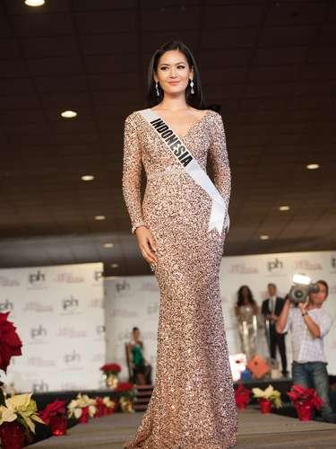 Miss Indonesia - Maria Selena. Nació en Palembang al sur de Sumatra, el 24 de septiembre de 1990. Esta modelo mide 1.77 metros de estatura. Su cabello es negro y sus ojos color marrón.