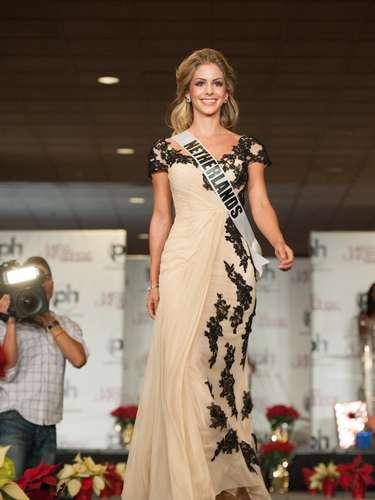 Miss Holanda - Nathalie den Dekker. Procedente de Amsterdam. Tiene 22 años y mide 1.68 metros de estatura. Su cabello es rubio y sus ojos cafés.
