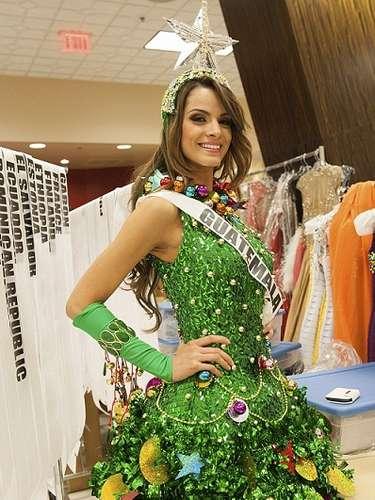 Miss Guatemala es el arbolito navideño más sensual que hayamos visto