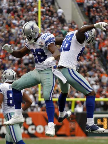 Dallas Cowboys' running back DeMarco Murray (29) celebrates his touchdown run with Dez Bryant against the Cincinnati Bengals during the first half of play in their NFL football game at Paul Brown Stadium in Cincinnati, Ohio, December 9, 2012.