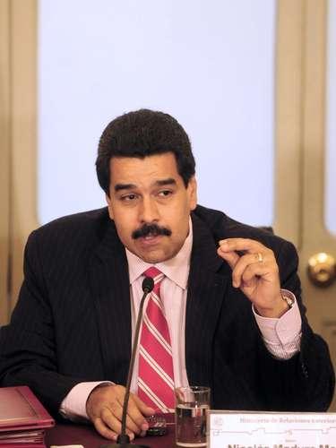 Por entonces, Maduro se convirtió en un activista a favor de la liberación de Chávez. En esa época fue que conoció a la abogada Cilia Flores, que ejercía la defensa del presidente.