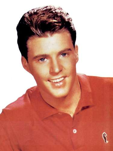 Ricky Nelson, whose song 'Lonesome Town' became popular thanks to the film 'Pulp Fiction,' also passed away in a plane accident on December 31, 1985.