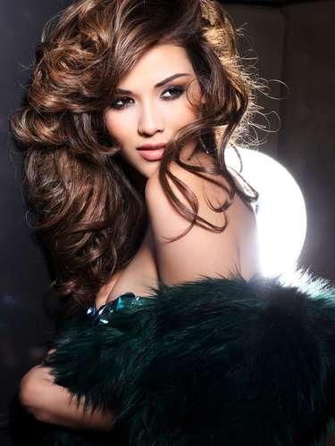 Miss El Salvador - Ana Yancy Clavel. Nació en San Salvador en abril de 1992. Tiene una Licenciatura en Educación Preescolar de la Universidad de El Salvador, es amante de su carrera, de los niños y el deporte, además de la actuación. Mide 1.73 metros de estatura, su cabello es castaño y sus ojos color marrón.