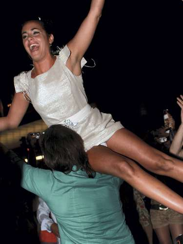 La canaria Noemí protagonizó estas divertidas imágenes en la final de la edición del concurso en la que participó y donde salió ganador su amigo Pepe.